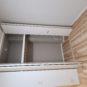 居室5.5畳の収納  ハンガーパイプと天袋収納が分かれているので季節物の衣類の整理にもとても便利です 奥行もありますのでカラーボックスなど併せて使っていただくと更に収納力もアップです
